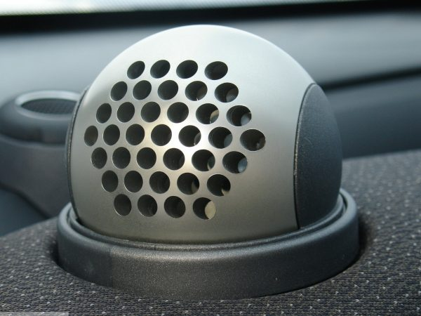 Ball vents in hole design in finish aluminium on the dashboard for Smart Fortwo 450