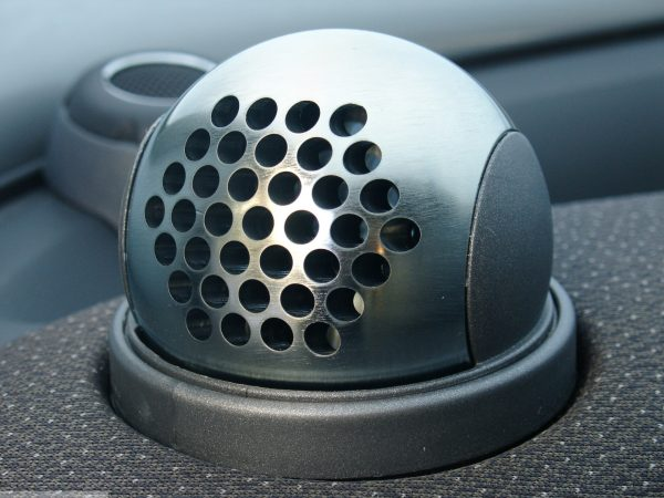 Ball vents in hole design in finish chrome matt on the dashboard for Smart Fortwo 450