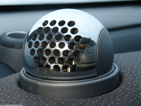 Ball vents in hole design in finish chrome on the dashboard for Smart Fortwo 450