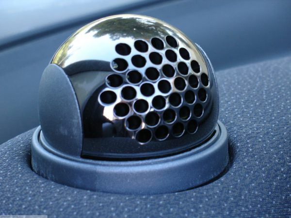Ball vents in hole design in finish nickel black on the dashboard for Smart Fortwo 450