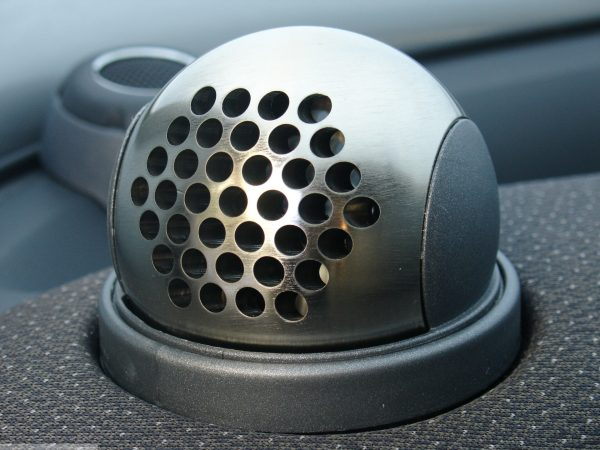 Ball vents in hole design in finish nickel matt on the dashboard for Smart Fortwo 450