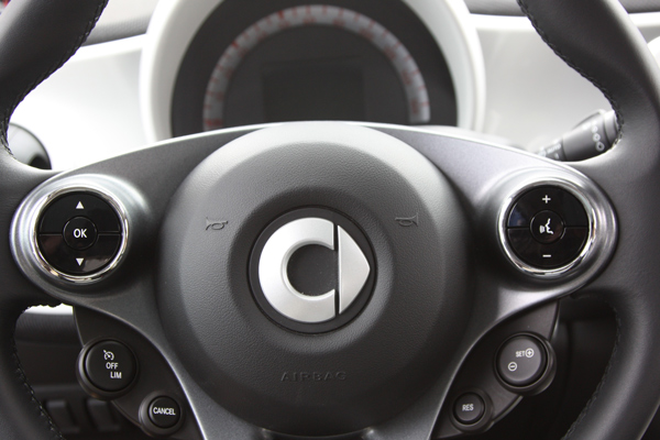 Chrome rings for the steering wheel' s buttons for Smart Fortwo and Forfour 453