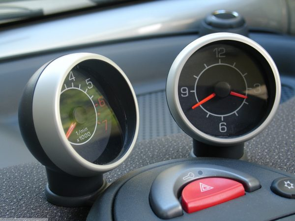 Ornamental frames for dashboard instruments in finish aluminium for Smart Fortwo 450