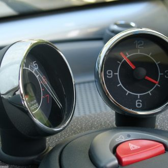 Ornamental frames for dashboard instruments in finish chrome for Smart Fortwo 450