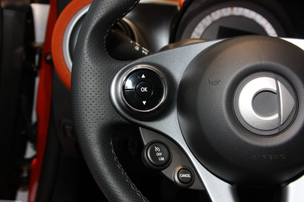 Left chrome rings in the steering for Smart Fortwo 453 and Forfour 453