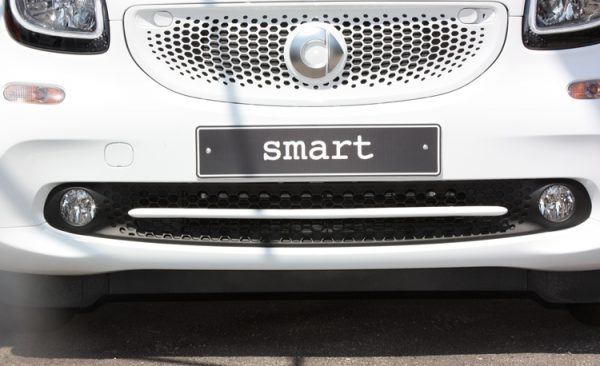 Trim strip for under grille in color moon white for Smart Fortwo 453