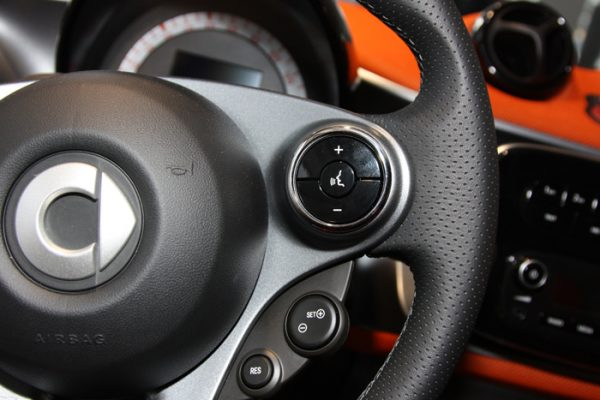 Right chrome rings in the steering for Smart Fortwo 453 and Forfour 453