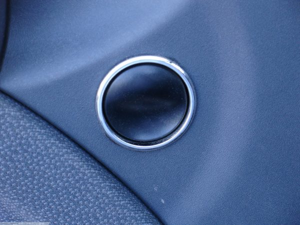 Rings for electric window switches in finish chrome for Smart Fortwo 450